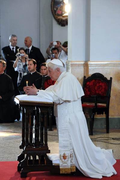 Visita el Sumo Pontífice Benedicto XVI el Santuario de la Virgen de la Caridad del Cobre, acompañado por el Séquito Papal y el obispado cubano, en Santiago de Cuba, el 27de marzo de 2012. Foto: Juvenal Balan Neyra