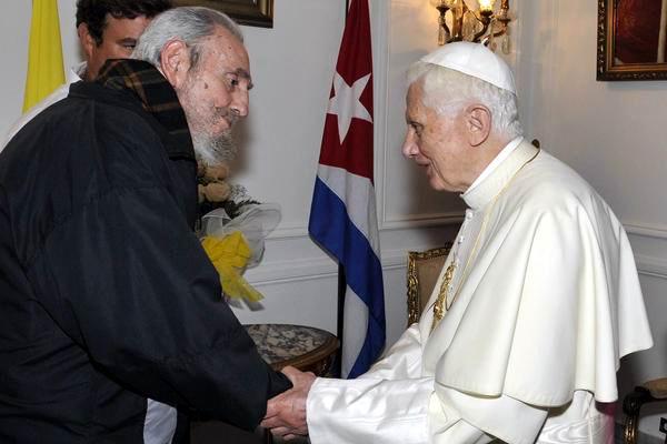 Encuentro entre el líder de la Revolución cubana Fidel Castro y el Papa Benedicto XVI, en la sede de la Nunciatura Apostólica de La Habana, el 28 de marzo de 2012. Foto: Estudio Revolución