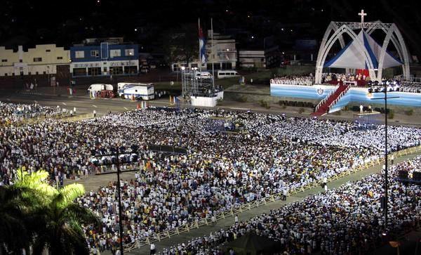 Santa Misa en la Plaza de la Revolución Antonio Maceo, en Santiago de Cuba, el 26 de marzo de 2012. Foto: Ismael Francisco González