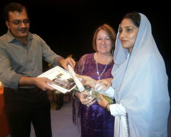 Mucho les llamó la atención al pueblo, la forma de los pakistaníes de vestir, de comer y profesar la religión. Foto: Mireya Ojeda