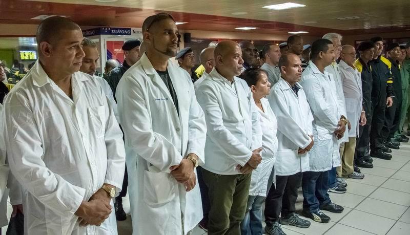 Brigada integrada por personal de la salud y de rescate y salvamento del Ministerio del Ministerio del Interior (MININT), que partió a la República de Ecuador a asistir a los damnificados del devastador terremoto ocurrido en ese país, desde el Aeropuerto José Martí, en La Habana, Cuba, el 17 de abril de 2016. ACN FOTO/Abel PADRÓN