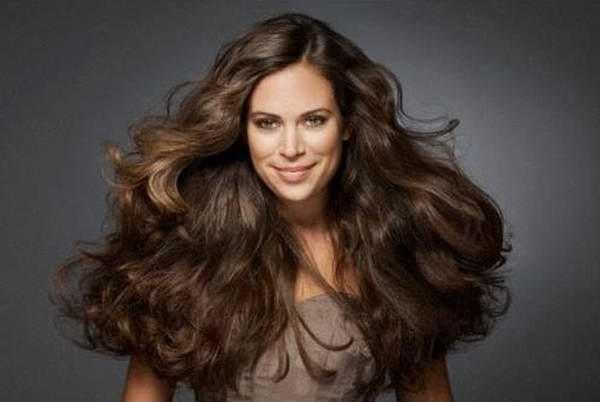 Trucos sencillos para darle volumen a tu cabello