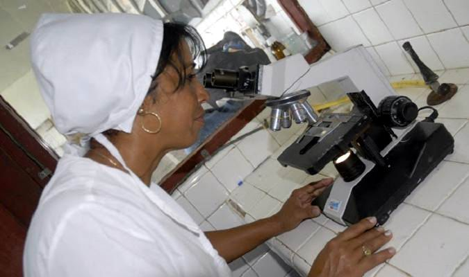 Científica cubana. Foto tomada del periódico Girón