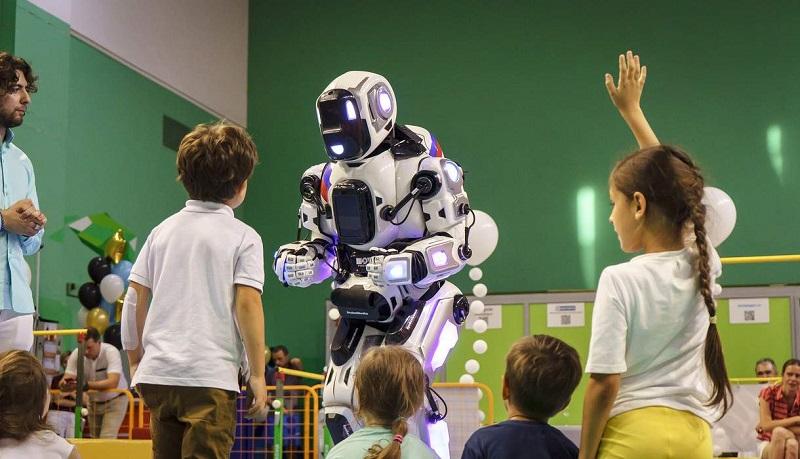 El falso robot y el costoso disfraz