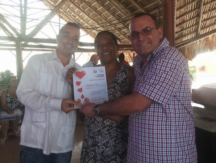 Reconocen en La Habana a donantes voluntarias de sangre