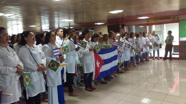 Llega a Cuba nuevo grupo de galenos procedentes de Brasil