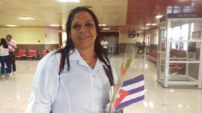 Médicos cubanos regresan a la Patria