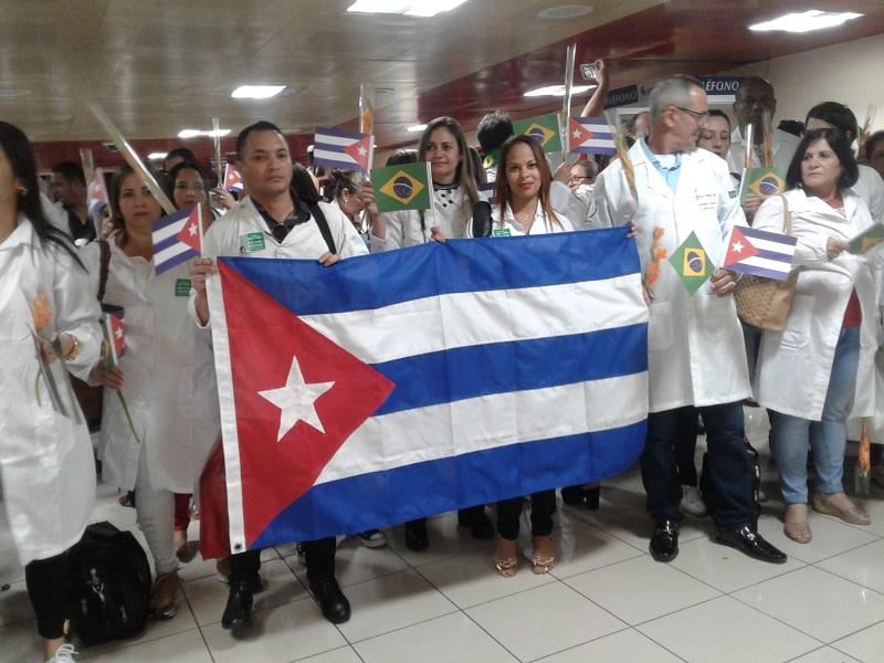 En la Patria colaboradores cubanos del Programa Mas Médicos de Brasil