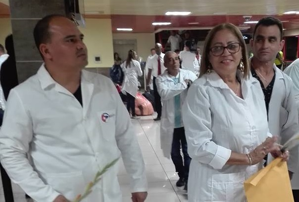 Regresaron 215 Colaboradores cubanos de Brasil, este domingo