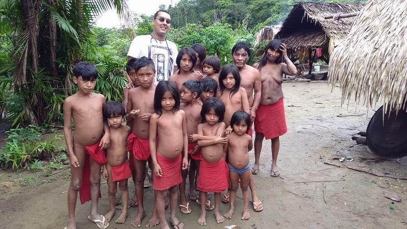 Doctor Arnaldo Cedeño quien desde el año 2016 atendía a los niños indígenas de la etnia Apalai Waiana, en Brasil