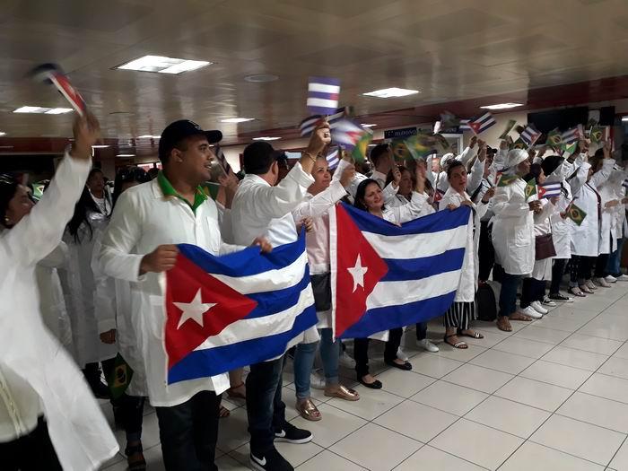 Cooperantes cubanos llegaron este lunes procedentes de Brasilia