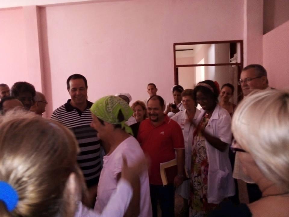 Recorre Ministro de Salud Pública hospital psiquiátrico de La Habana