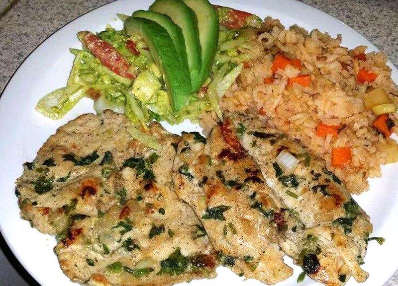 Exquisito pollo en salsa de cilantro