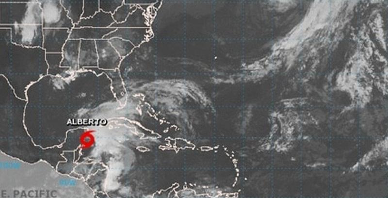 Tormenta subtropical Alberto con poco cambio