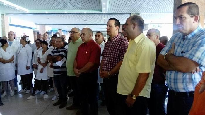 Autoridades políticas y de salud visitan centros médicos de La Habana