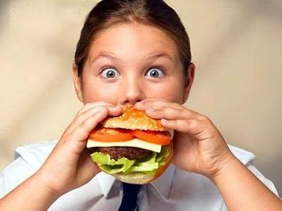 Comer lentamente ayuda a consumir menos