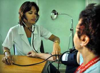 Tratamiento de la salud en Cuba.  Foto tomada de Radio Rebelde