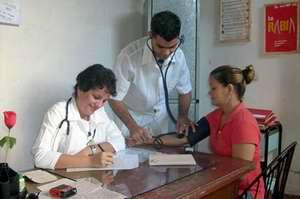 Trabajadores de la salud en Cuba realizan su balance anual