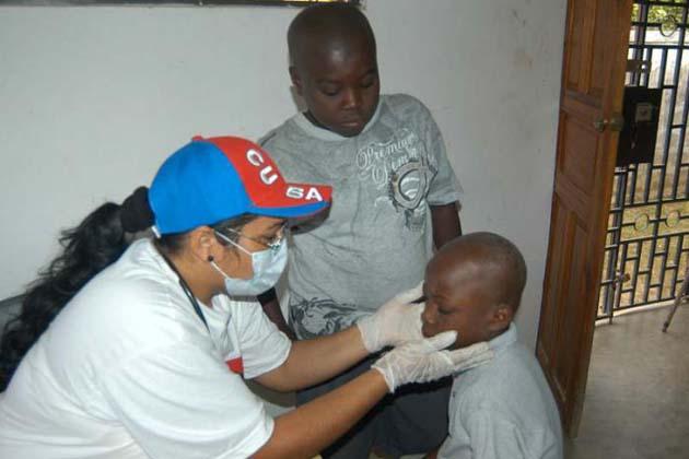Más de 30 100 colaboradores de la salud cubana prestan servicios en el Caribe