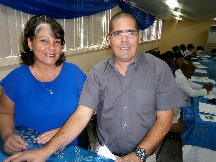 Daniel Sosa Echagarruga y Milda Pérez Tamayo, del Centro de Ingeniería Genética y Biotecnología, de La Habana. Foto: Mireya Ojeda