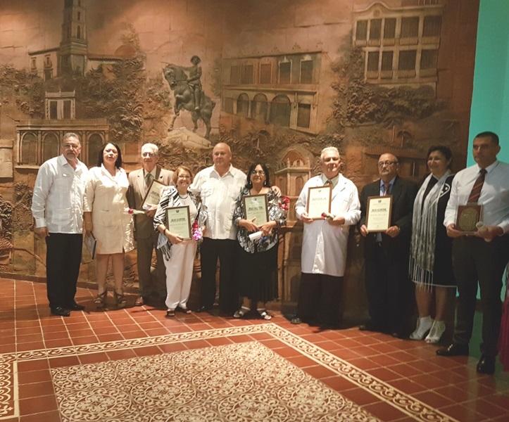 Reconocimiento a profesionales de la salud en Camagüey