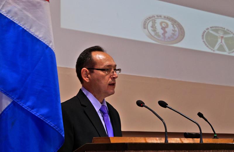 Doctor Pedro Luis Véliz, Presidente del Consejo Nacional de Sociedades Científicas, y Presidente del Comité Organizador de URGRAV 2017