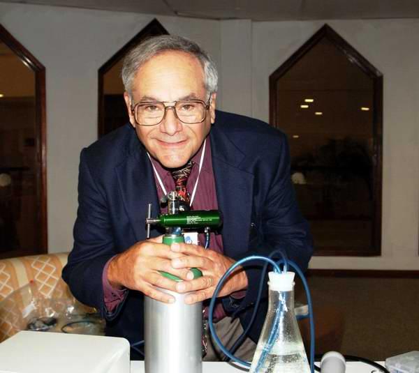 Dr William C. Domb, presidente de la Asociación Internacional de Ozonoterapia Dental. Foto: José Miguel Solís