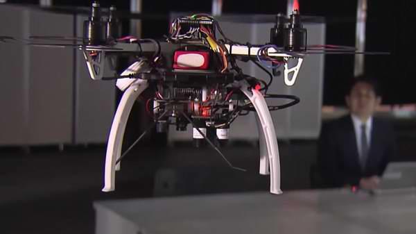 Un dron que controla el trabajo en las oficinas de Japón