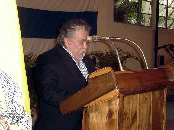 Agradecimientos a Fidel Castro, principal impulsor de este especial programa que asegura la formaci�n en Cuba  de m�dicos  para toda Latinoam�rica, hermosas palabras, pronunciadas por el Embajador ecuatoriano en Cuba, Excelent�simo se�or Edgar Ponce. Foto: Aroldo Garc�a.