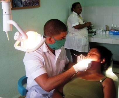 Los servicios de estomatolog�a son permanentes en los ocho Consejos Populares del municipio III Frente. Foto: Carlos Sanabia.