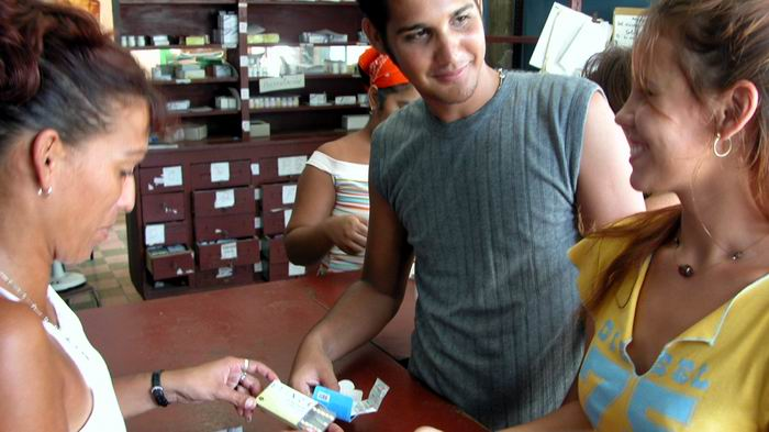 Las tabletas anticonceptivas están en producción. Foto: Roberto Morejón