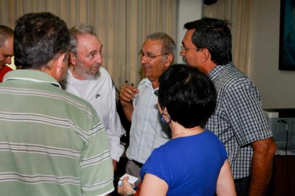 Visita del Comandante en Jefe Fidel Castro al CNIC en 2010. Foto: Alex Castro