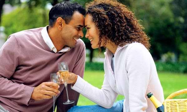 Los hombres inteligentes dan más importancia a las relaciones estables