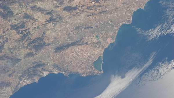 Foto espacial muestra el grado de contaminación de la costa de España