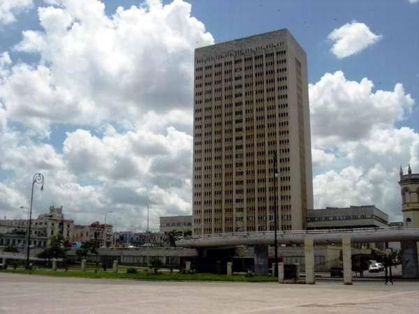 Reparan y dan mantenimiento a centros de salud de la capital cubana