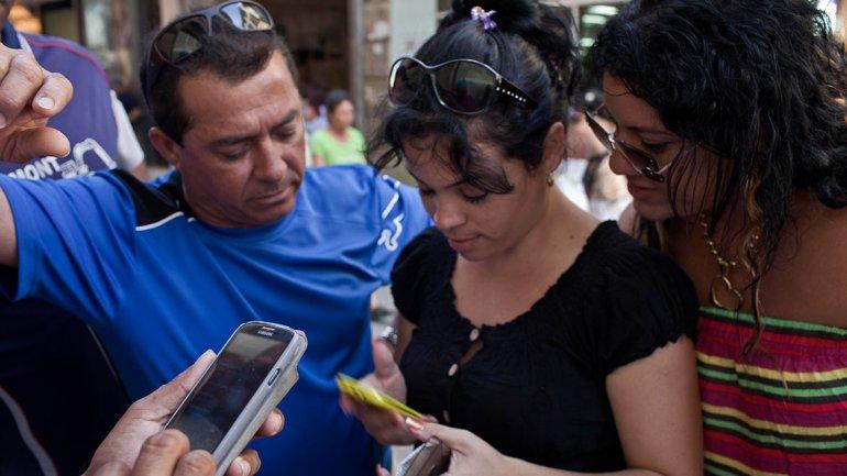 Más de cinco millones de líneas móviles en Cuba