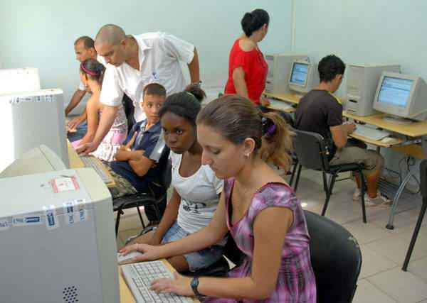 Incrementan servicios los Joven Club de Computación en Ciego de Ávila. Foto: Rodolfo Blanco
