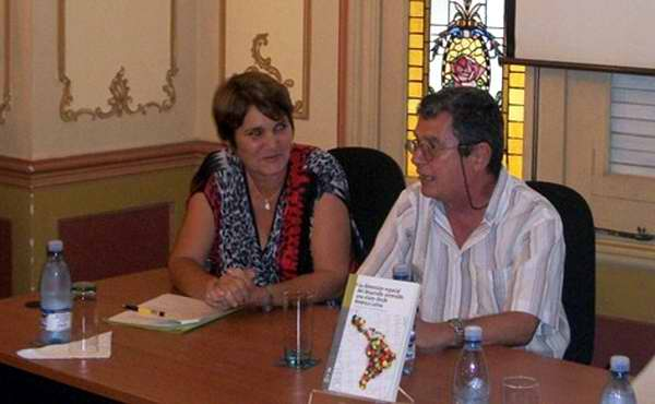 La dimensi�n espacial del desarrollo sostenible: una visi�n desde Am�rica Latina fue presentado en el contexto de la Feria del Libro por su autor, el investigador cubano Jos� Manuel Mateo. Foto Randy Pereira