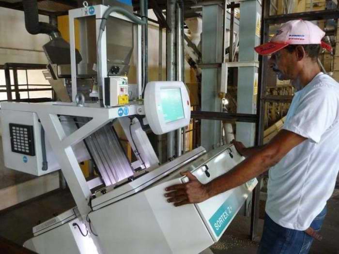 Nueva tecnolog�a de procesamiento de caf� en Cuba