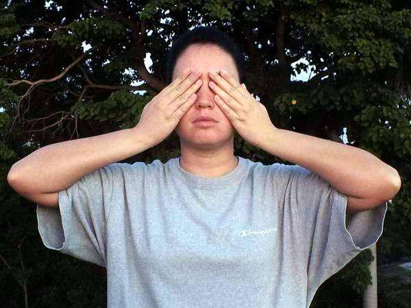 El masaje en los ojos y en la nariz
