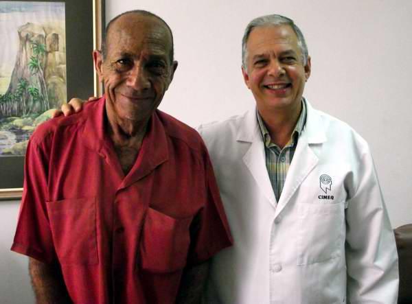 Maximiliano Velázquez Montesino y el Dr. Ángel Obregón Santos.
