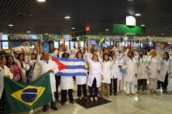 Destaca Embajador de Bolivia en Cuba formación de médicos para el mundo