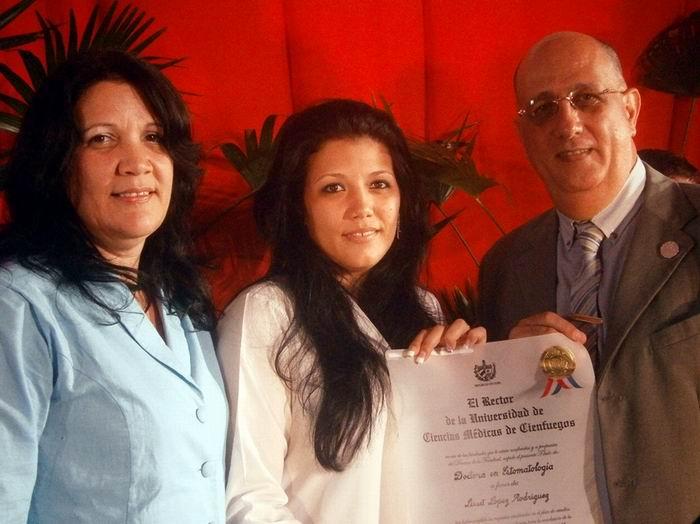 Roberto Banos.Cienfuegos Ha Graduado 12 Mil 900 Profesionales De La Salud