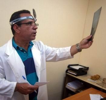El especialista en los servicios de Otorrinolaringología, Doctor Jesús García. Foto: Mireya Ojeda