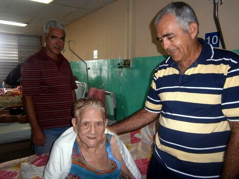 Luis Armando Rey García, trabajador de la Base de la  Empresa de Ómnibus Nacionales muy agradecido porque salvaron la vida de su mamá residente en Ariza. Foto: Mireya Ojeda
