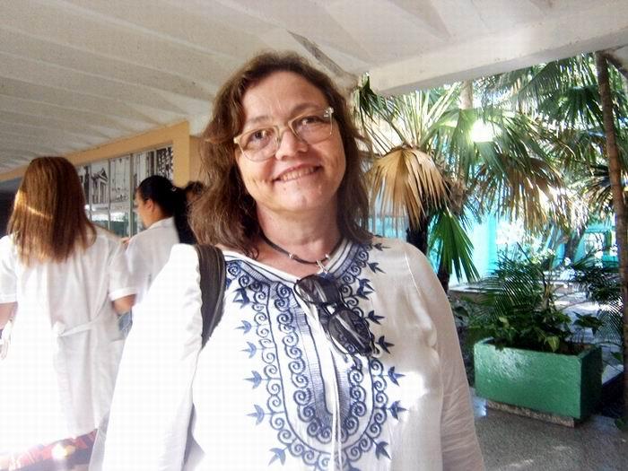La Pediatra Ana Arrechea, procedente de Paraguay reconoció los  resultados envidiables de la salud cubana. Foto; Mireya Ojeda