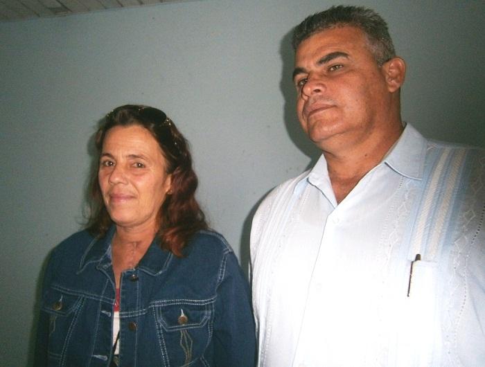 Profesor Auxiliar, Daniel Olivera Fajardo, Cirujano Bariatra y Vicedirector Docente y la paciente Bárbara Delgado