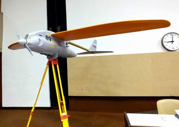 Sistema Aéreo No Tripulado UAS Ptero-Sm en Informática 2013. Foto Abel Rojas