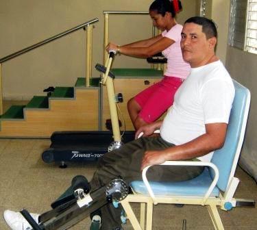 Sala de rehabilitaci�n en el Policl�nico Principal del III Frente. Foto: Carlos Sanabia.