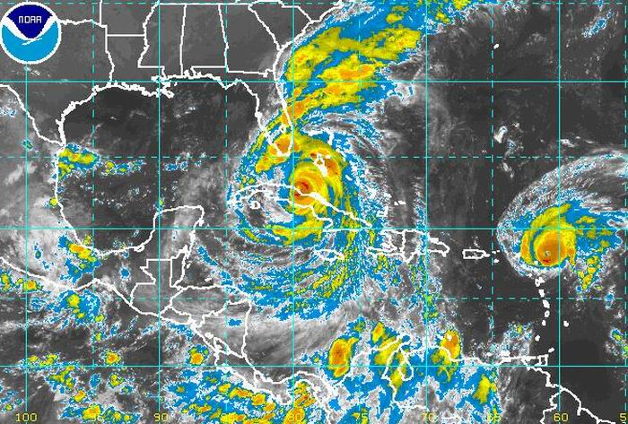 El huracán Irma bajó a categoría cuatro y avanza hacia Florida